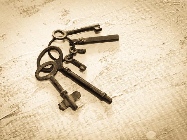 Trezor s elektronickým, mechanickým, kľúčovým alebo kombinačným zámkom?