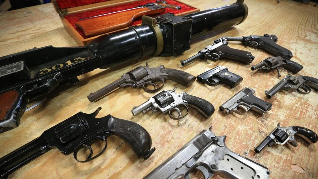 Zabezpečenie zbraní a streliva a Zákon pre uchovávanie zbraní v trezore.